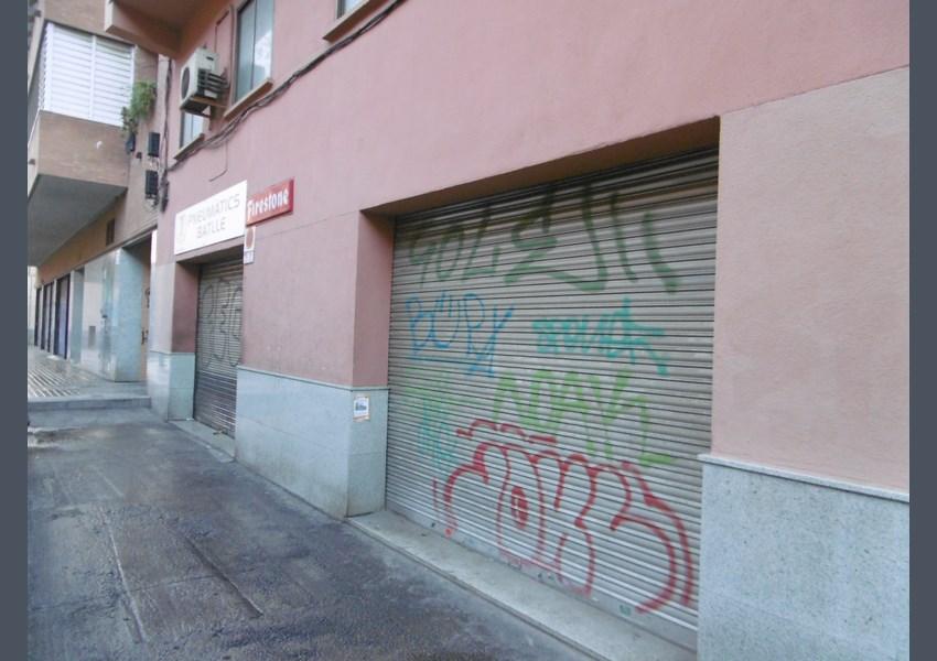 Local comercial en venda a barcelona sant andreu for Oficina habitatge eixample